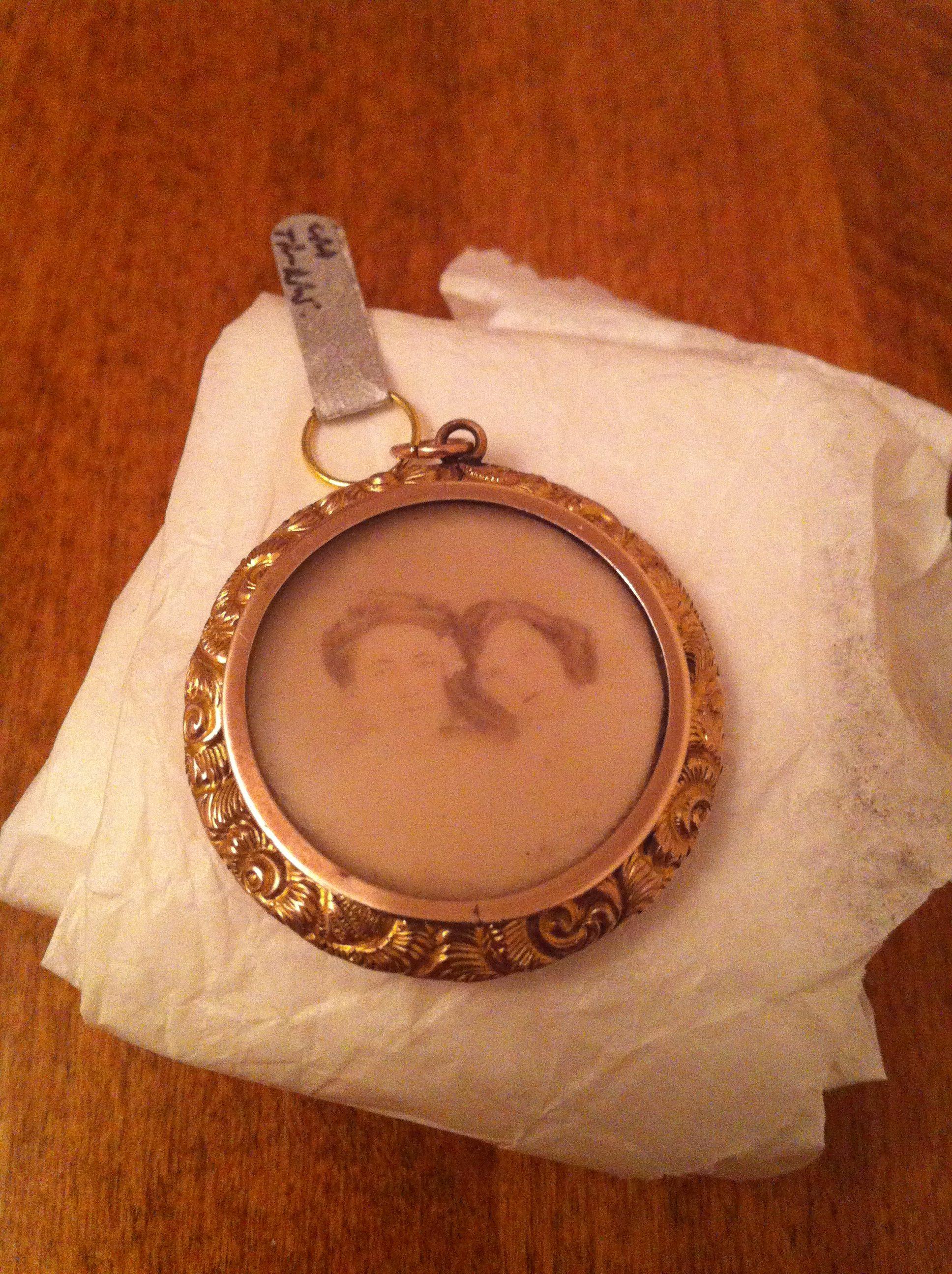9ct gold Victorian pendant