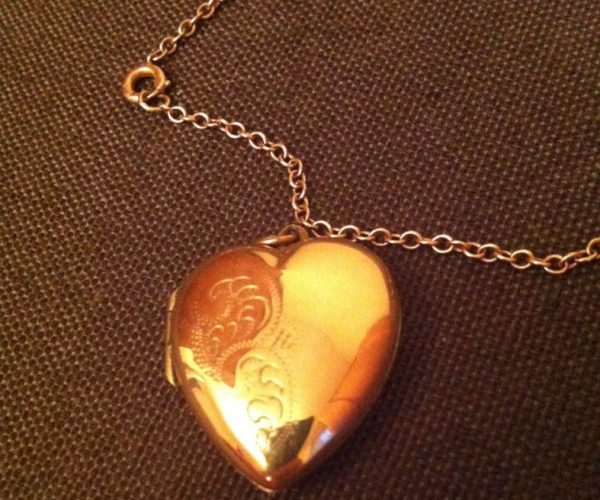 9ct gold heart locket antique