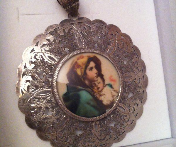 maria baby jesus pendant