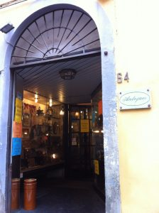 Antique shop in Pisa di Leporatti Alessandro
