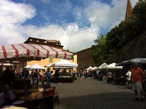 antiques-arezzo-italy-market