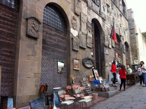 arezzo-antiques-stall