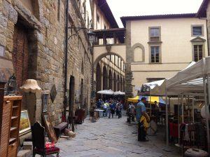 arezzo-italia-antiques-stalls
