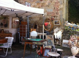 italy-antiques-market