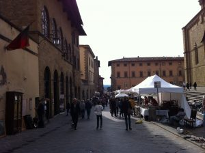 italy-antiques-market-arezzo