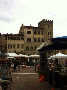 piazza-grande-arezzo-antiques
