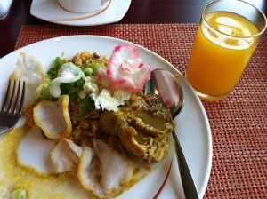 Indonesian style curry chicken (Gulai Ayam), what a complete breakfast
