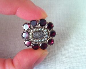 garnet pearls gold georgian brooch