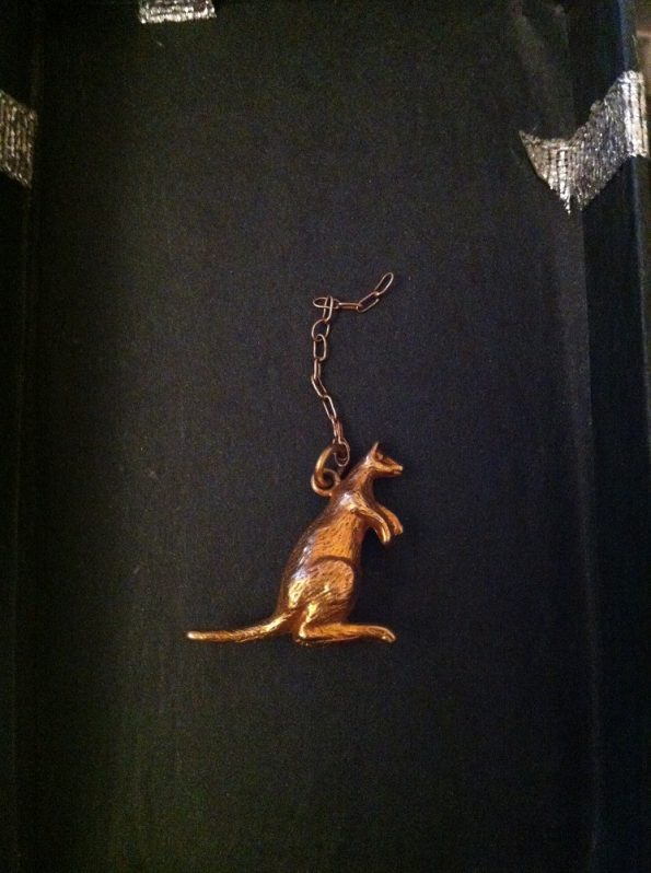 Kangaroo pendant with early Australian gold hallmark