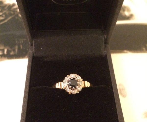 Blue Sapphire Brillian Cut Diamonds Ring
