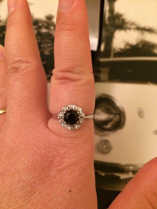 Stunning 18ct white gold sapphire diamond