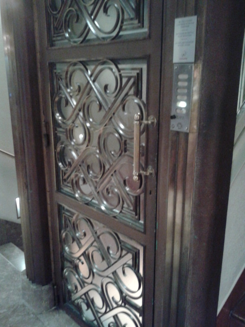 Old lift at the Grand Hotel Cravat