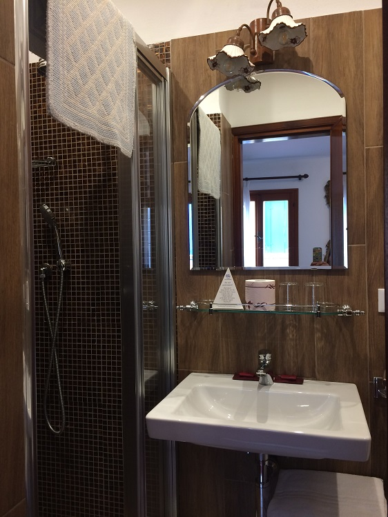 Nice Clean Modern Shower Room at Hotel Serenissima
