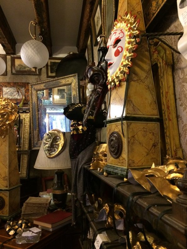 Superb antique shop in Venice
