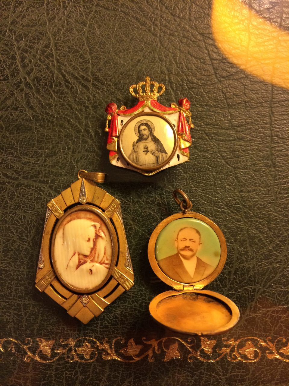 Small antiques pendants / brooch