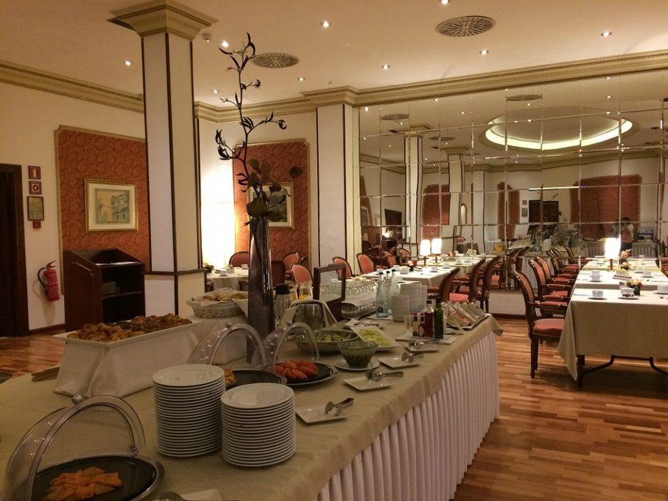 Hotel Roger de Llúria Breakfast room