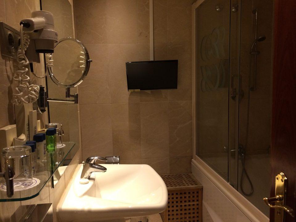 Hotel Roger de Llúria bathroom