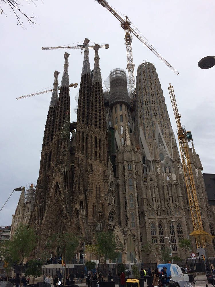 Sagrdara Familia under construction